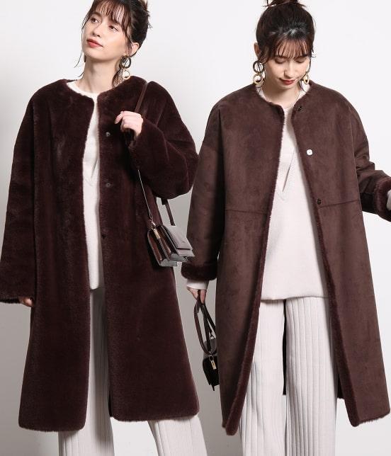 エコムートンリバーシブルコートを着た女性